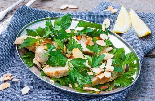 ıspanaklı tavuklu salata