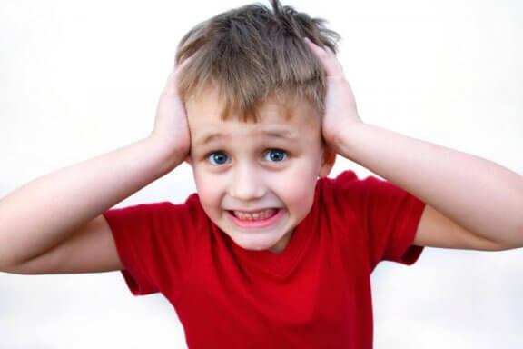 akademik stres yaşayan çocuk
