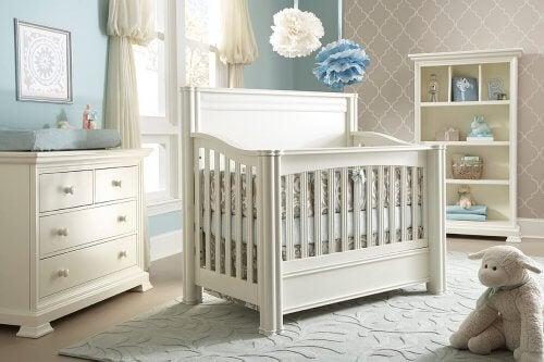 Anne baba yatağına uyarlanabilir beşik çeşidi