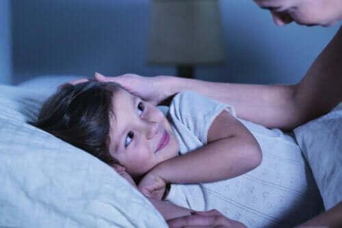 yatakta yatan kız