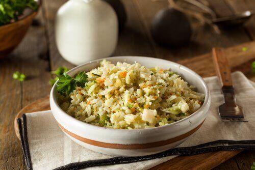pirinç ve karnabaharlı yemek