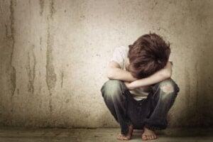 Sevgi eksikliği yaşayan bir çocuk