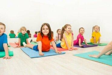 Çocuklar İçin Eğlenceli ve Basit 5 Yoga Duruşu