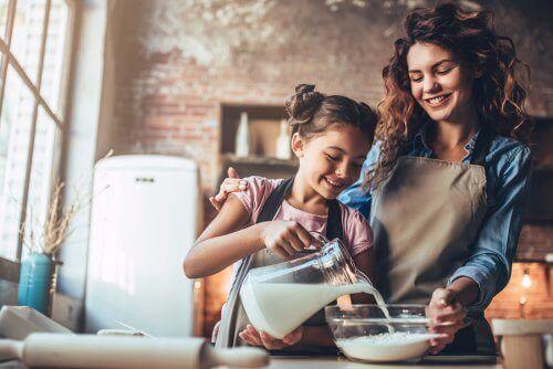 yemek yapan kız ve annesi