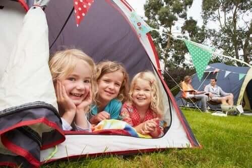 çadırda kalan çocuklar
