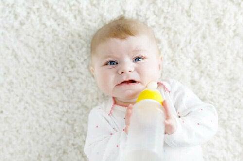 Bebek Biberonla Beslenmek İstemezse Ne Yapmalı?