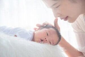 Bebeğini seven bir anne