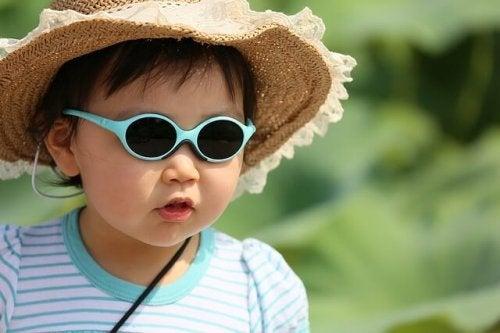 Çocuklar için Güneş Gözlüğü Seçimi: Bilmeniz Gerekenler