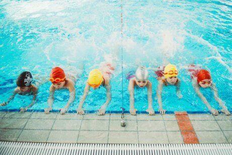 su topu antrenmanı yapan çocuklar