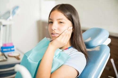 Ergenlikte Diş Gıcırdatma:  Semptomları, Sebepleri ve Tedavisi