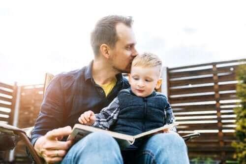 Evde Kitap Okumayı Teşvik Etmenin 4 Yolu