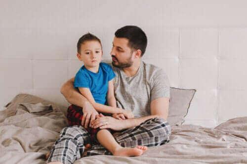konuşan baba ve çocuk