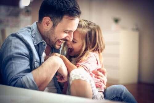 oynayan baba ve kız