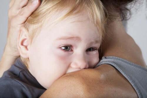 ağlayan çocuğa ne yapılır