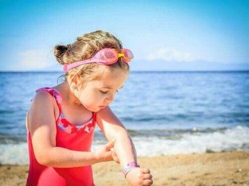 Bebekler ve Çocuklar İçin Güneş Kremi Kullanmaya Ne Zaman Başlamalısınız?