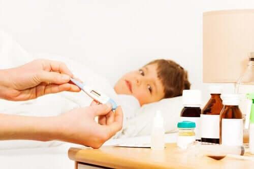 erkek çocuğu ilaçlar termometre