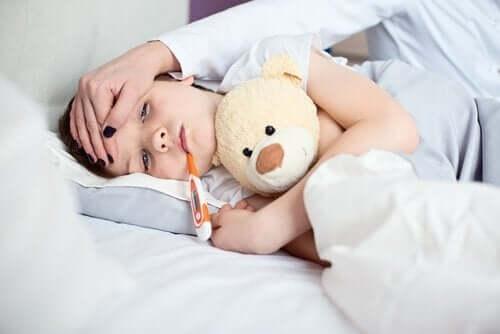 hasta çocuk peluş ayı ateş