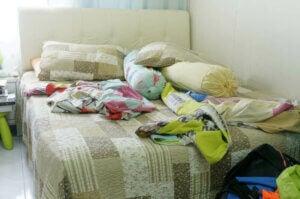 dağınık bir yatak