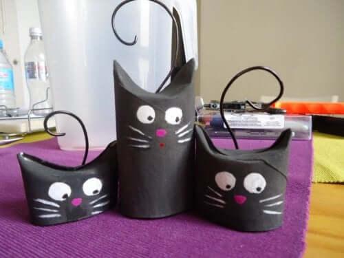 çocuklar için el işi projesi: kağıt havlu rulosundan kediler