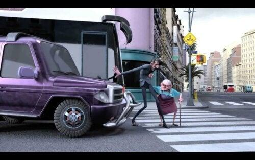 Mr. Indifferent yaşlı kadın sahnesi