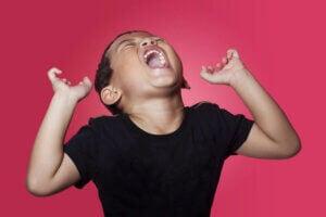otokontrol sorunu olan bir çocuk