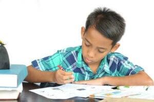 Pomodoro tekniğiyle çalışan bir çocuk