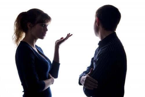 ebeveynler arasındaki iletişim problemleri: tartışan ebeveynler