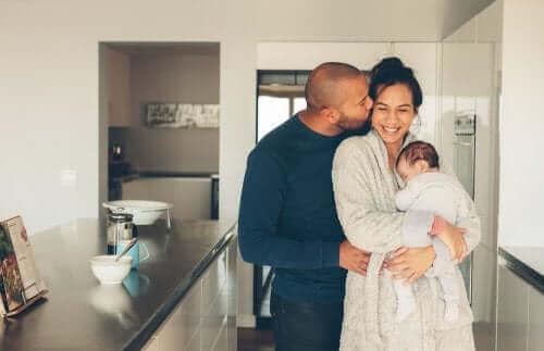 mutlu aile ve bebek çocuk gelişimi