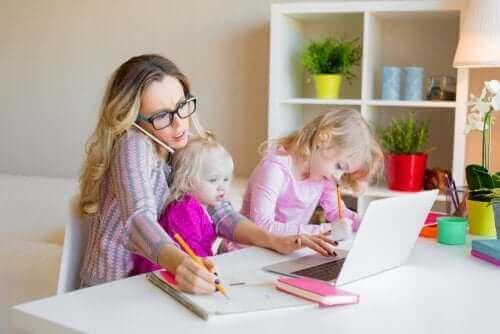 çalışan anne ve kızları