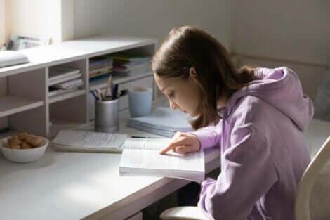 ders çalışan kız