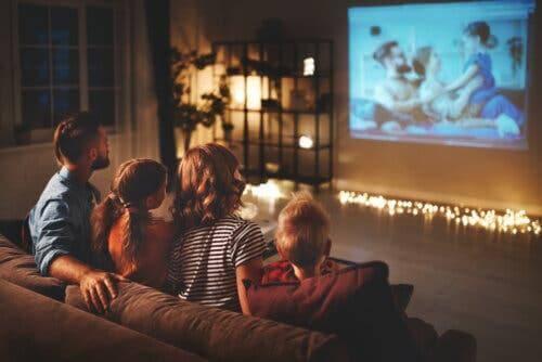 çocuğunuzun evde eğlenmesi için sinema