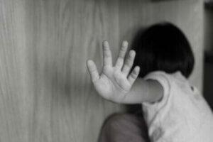Çocuk istismarı mağduru
