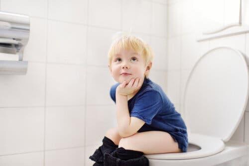 tuvalette çocuk