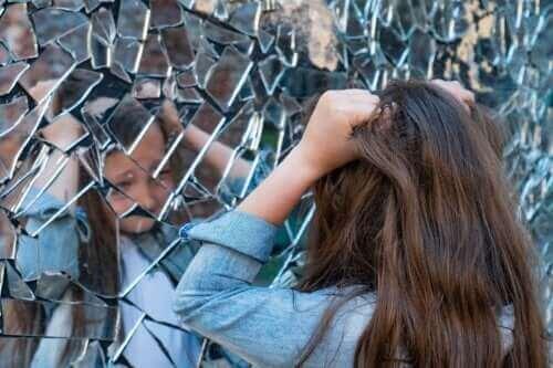 Çocukluk Çağı Şizofrenisi: Belirtileri, Nedenleri ve Tedavisi