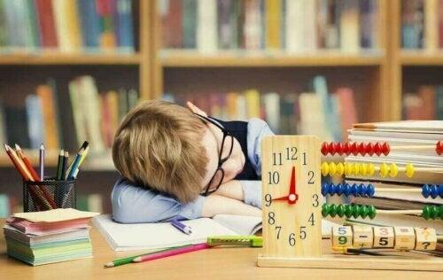 Çocukları Ders Çalışmaya Zorlamak: İyi Midir Kötü Mü?