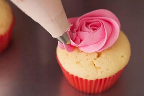 çilekli cupcake