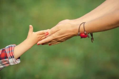 Annelerin kızlarına öğretmesi gereken 7 şey
