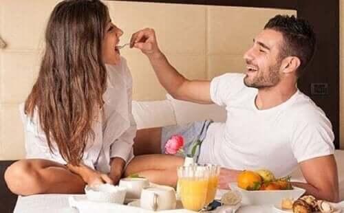 aşeren karısını yediren eş