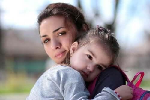 Babasının yokluğuna alışması için çocuğuma nasıl yardım edebilirim?