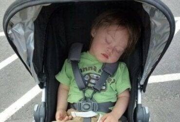 Çocuğumu hala bebek arabasında taşıdığım için eleştiriliyorum