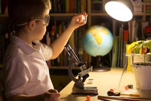 çocuk mikroskop