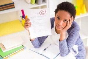 Düşük not almış bir öğrenci