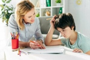 Disleksi problemi yaşayan çocuk