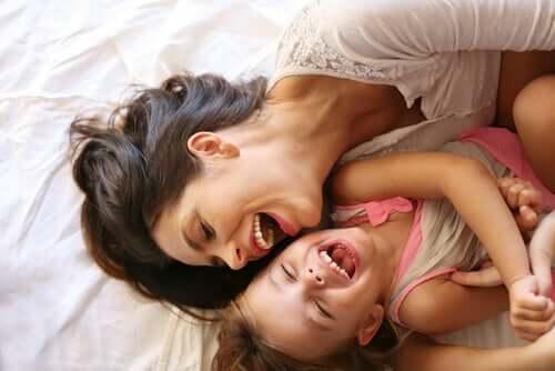 gülen anne kız