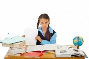 Sınıf tekrarı yapan bir kız