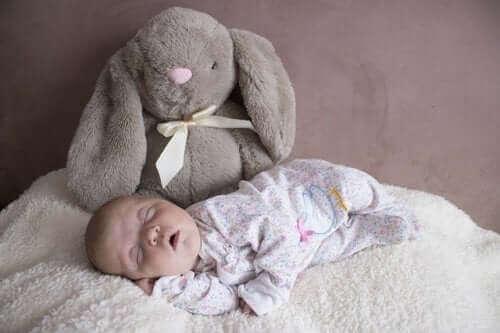 Bebekler İlk Üç Aylık Süreçte Nasıl Uyur?