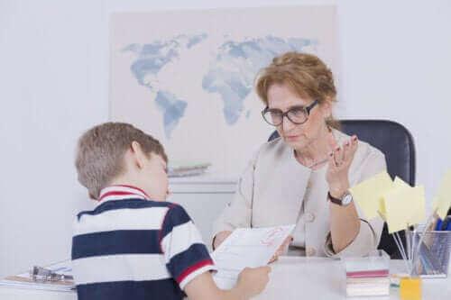 Çocuğunuz Neden Kötü Not Alıyor ve Ona Nasıl Yardım Edebilirsiniz?