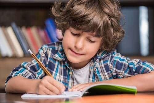 Montessori Yöntemi İle Yazmayı Öğrenin