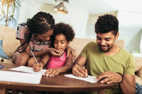 çocuğun ödevlerine yardım etmek