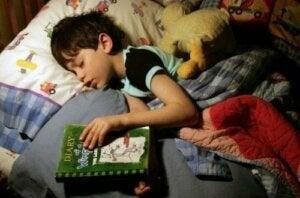 bir çocuğu kitap ile uyutmak